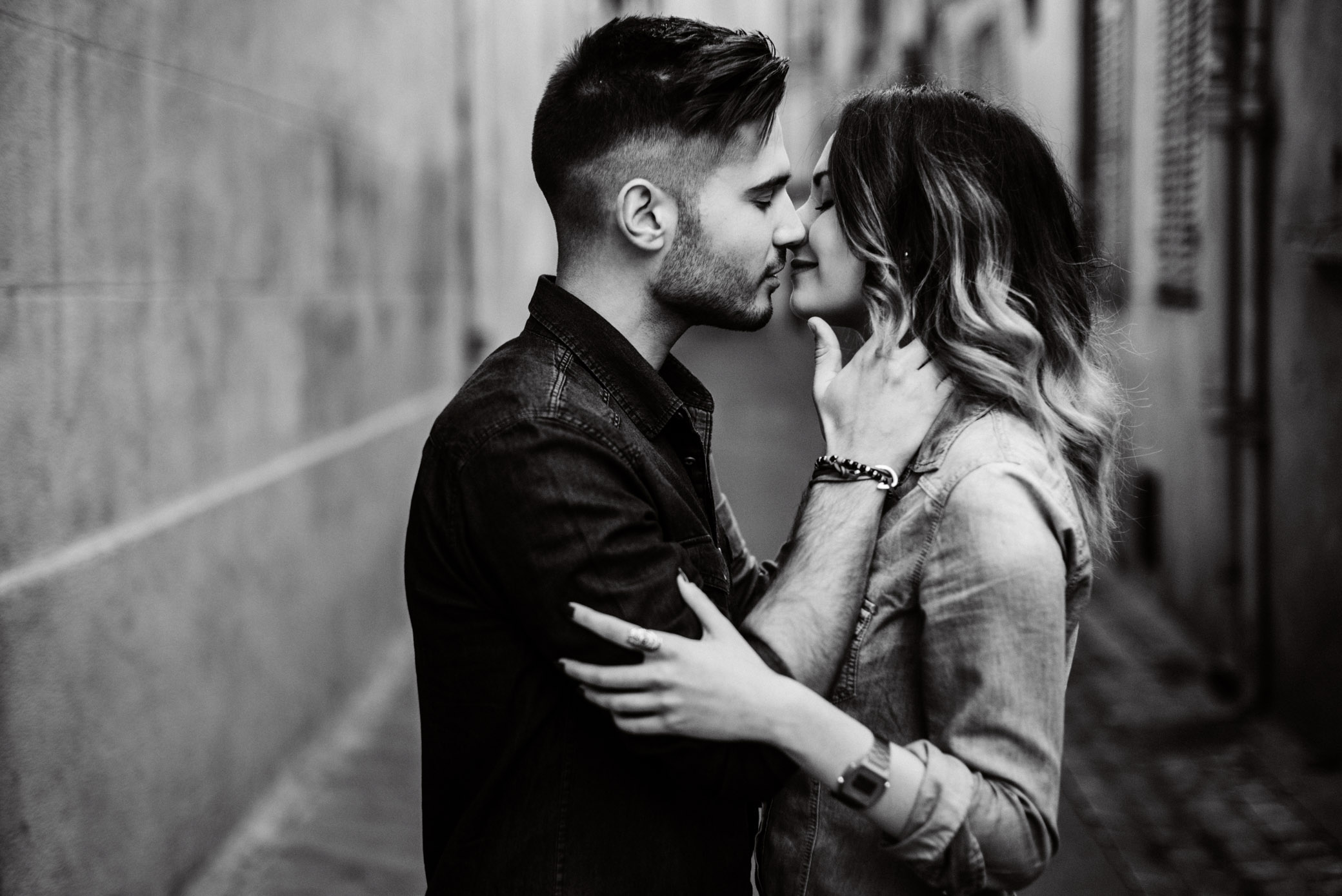 couple-aix-en-provence-amoureux-séance-photo-ville-urbain-lifestyle