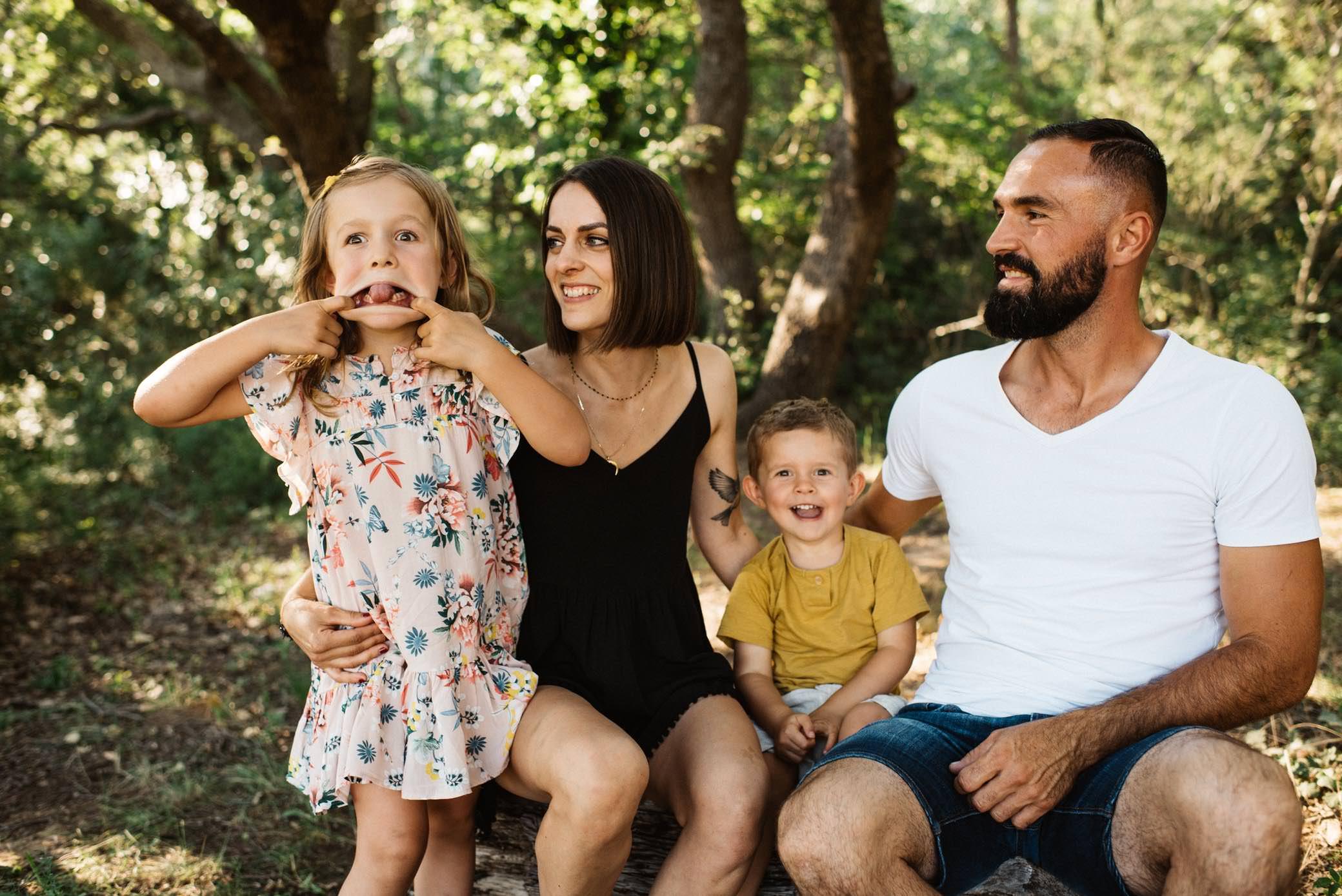 photographe-famille-aix-en-provence-couché-du-soleil-nature-sainte-victoire